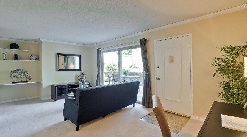 320 Auburn Way Unit 19 San-large-003-26-Living Room-1500x1000-72dpi