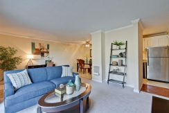 320 Auburn Way Unit 19 San-large-005-40-Living Room-1500x1000-72dpi