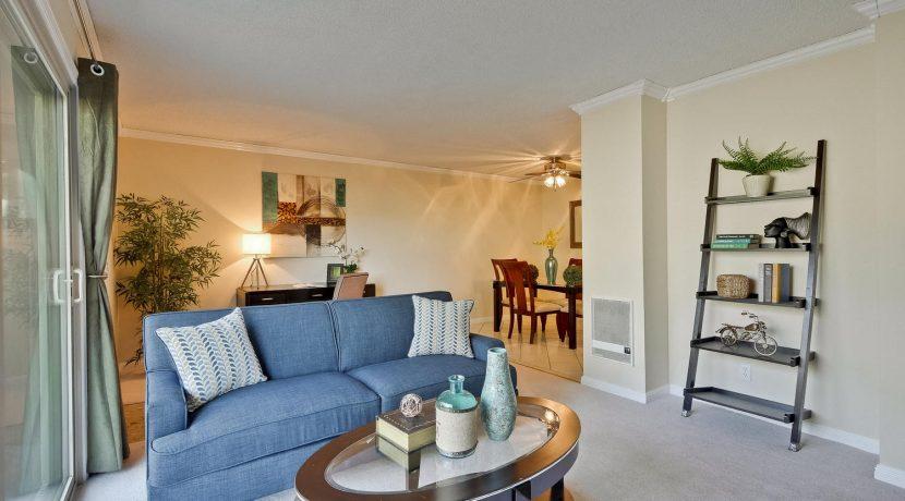 320 Auburn Way Unit 19 San-large-006-52-Living Room-1500x1000-72dpi