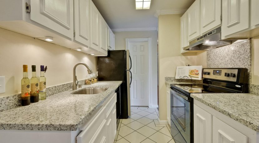 320 Auburn Way Unit 19 San-large-013-30-Kitchen-1500x1000-72dpi
