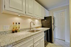 320 Auburn Way Unit 19 San-large-014-36-Kitchen-1500x1000-72dpi