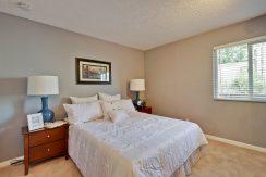 320 Auburn Way Unit 19 San-large-019-21-Master Bedroom-1500x1000-72dpi