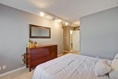 320 Auburn Way Unit 19 San-large-021-24-Master Bedroom-1500x1000-72dpi
