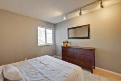 320 Auburn Way Unit 19 San-large-022-23-Master Bedroom-1500x1000-72dpi