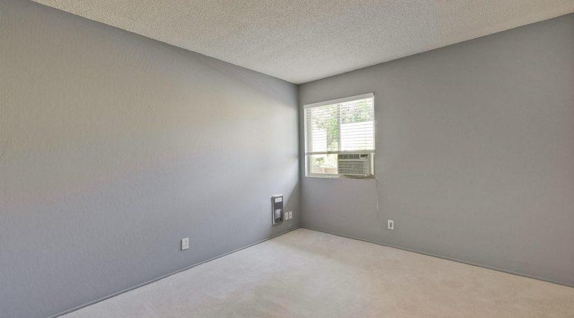 320 Auburn Way Unit 19 San-large-025-29-Bedroom-1500x1000-72dpi
