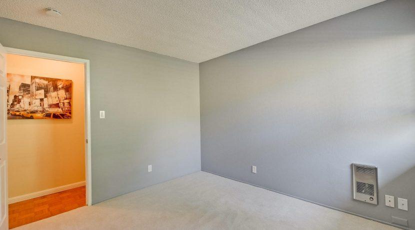 320 Auburn Way Unit 19 San-large-026-44-Bedroom-1500x1000-72dpi