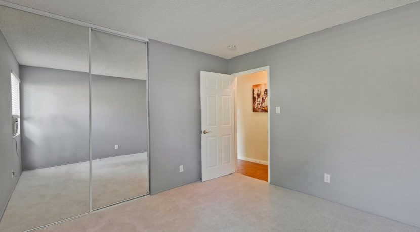 320 Auburn Way Unit 19 San-large-027-25-Bedroom-1500x1000-72dpi