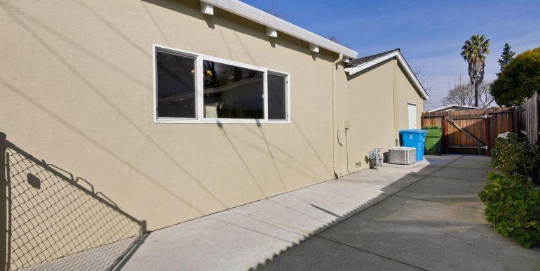 646 Los Olivos Dr Santa Clara-large-058-8-Backyard-1500x1000-72dpi